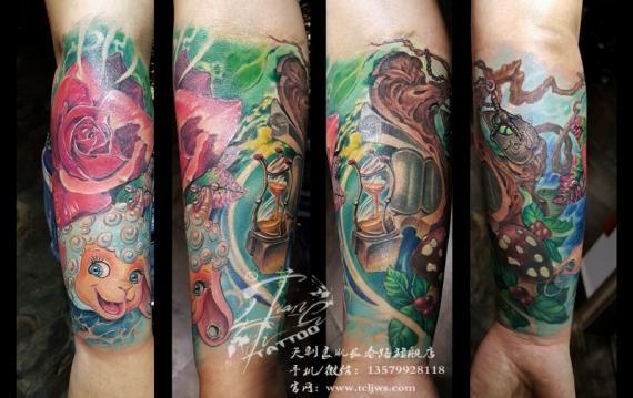 玫瑰属相名字与事业空间相结合的纹身刺青作品