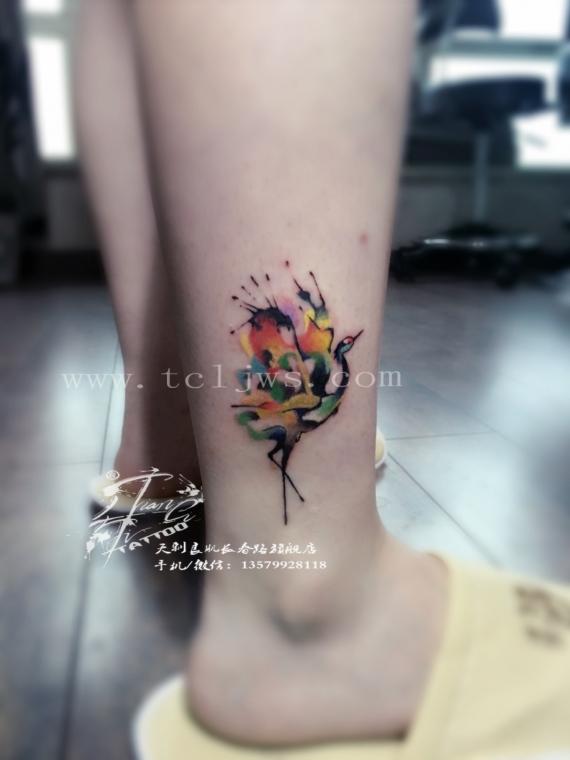 水彩彩色鹤纹身图案