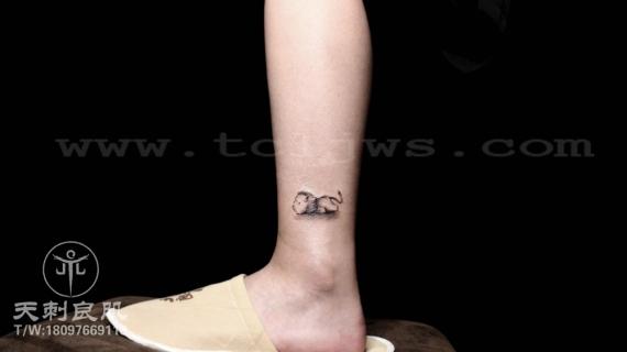 脚踝小狮子纹身