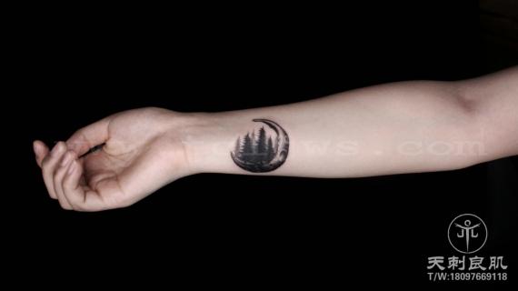 小臂纹身遮盖山水点刺纹身