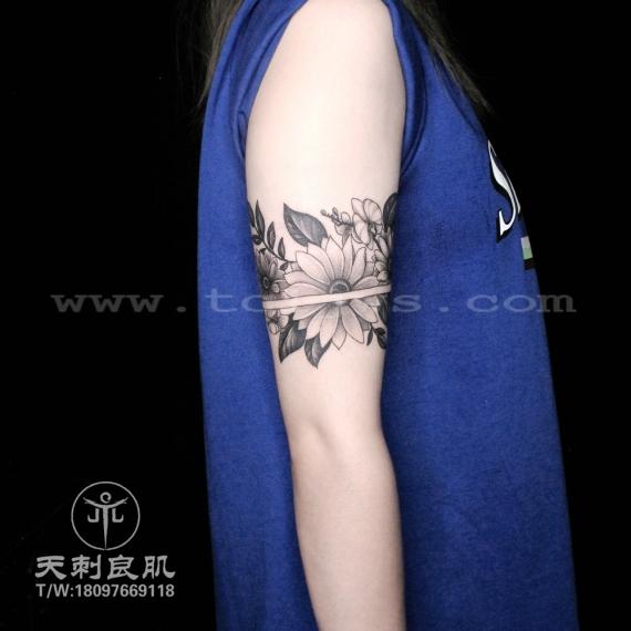 点刺素花臂环向日葵素花纹身