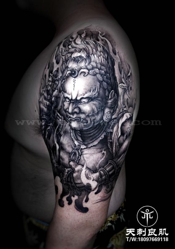 大臂外侧大黑天传统纹身