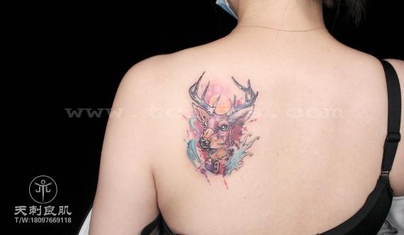 水彩鹿纹身
