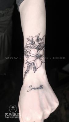 素花纹身 手腕疤痕遮盖纹身