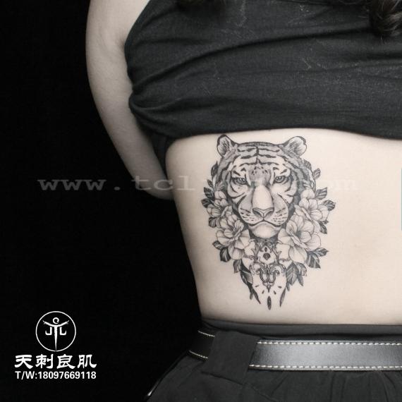 素花老虎纹身