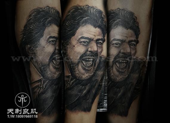 马拉多纳人像写实纹身