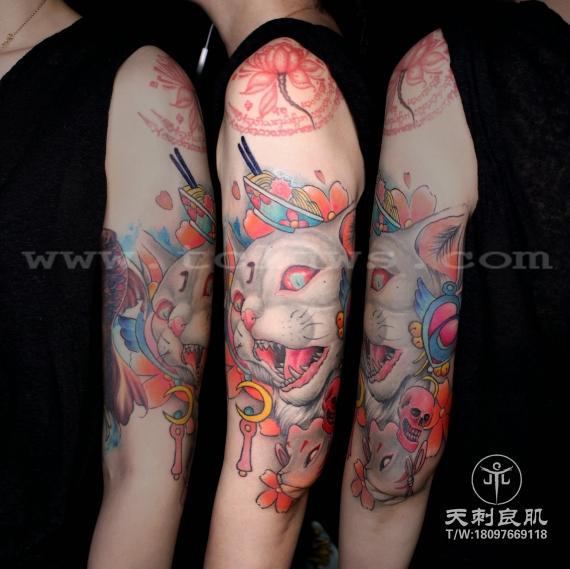 大臂写实邪恶猫纹身彩色纹身