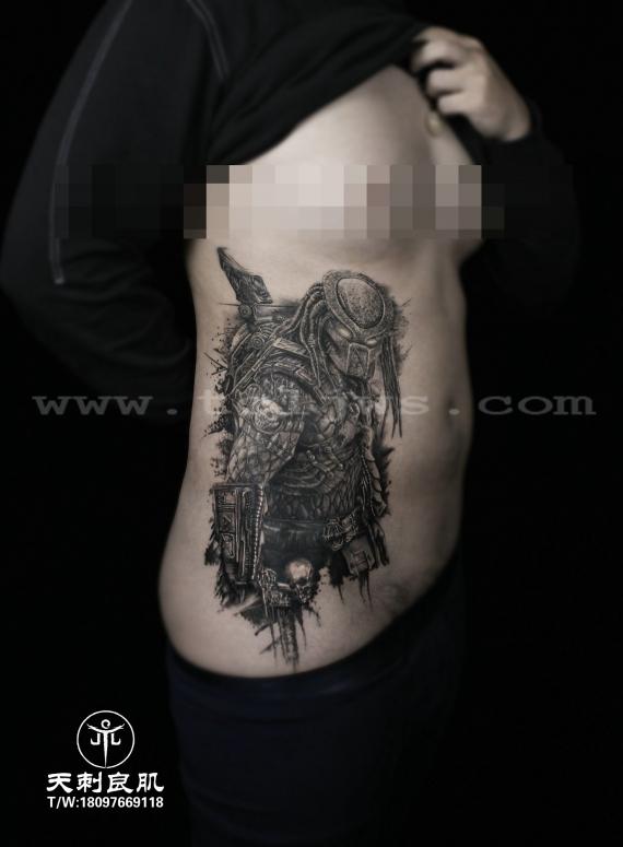 欧美写实铁血战士纹身
