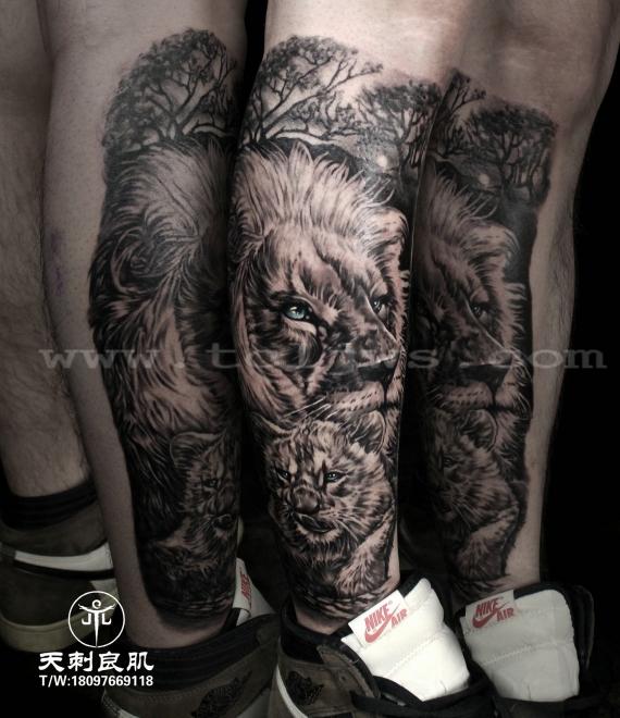 小腿写实狮子纹身