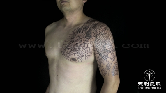 龙纹身,过肩龙半甲线条纹身