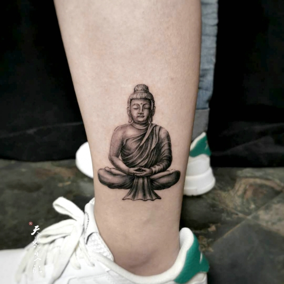 伊犁小腿佛像写实纹身