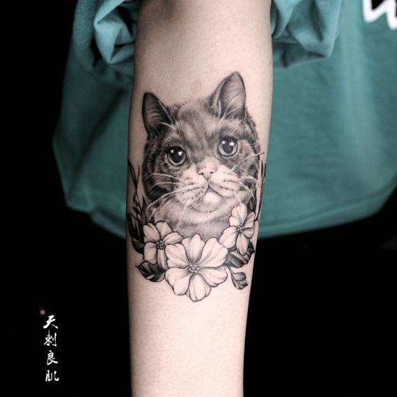 小臂猫纹身