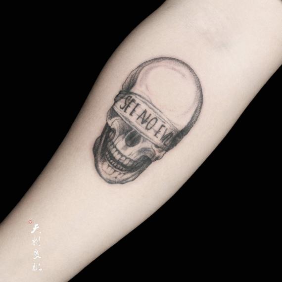 小臂骷髅纹身