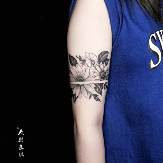 乌鲁木齐素花花环纹身
